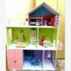 Кукольный домик с выкрашенными этажами