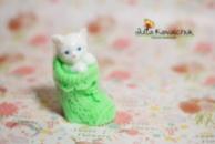 Котенок в носке