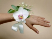 Украшение на руку с орхидеей