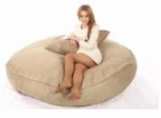 Бежевый бескаркасный диван из велюра