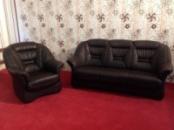 Кожаный мягкий диван с креслом из Германии