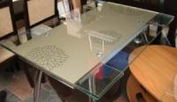 Cтеклянные столики для кухни TB005, столы обеденные стекло TB005, стол кухня стекло TB005