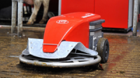 Мобильный робот для уборки коровника Lely Discovery