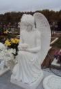 Ангел склонивщийся на одно колено №5