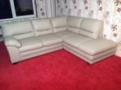 Пышный кожаный угловой диван производства Германии