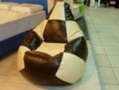Двухцветное кресло-груша из кожзама