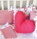 Набор в овальную кроватку «Сердца+полоска красный»