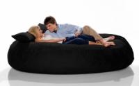 Черный бескаркасный диван из велюра