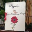 Красный цветок с птичкой