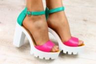 Женские кожаные босоножки на устойчивом каблуке малиново - зеленые