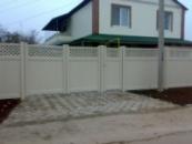 Пластиковый забор с декоративной решеткой (бежевый)