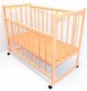 Кроватка деревянная с системой качания и колесиками, опускающийся бок