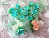 Троянди ручної роботи із ревелюру як декор на стіл гостям