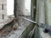 Демонтаж балконной рамы деревянной