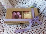 Подарунковий набір «Мильце + квіткова заколочка або резиночка ручної роботи»