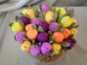 Весенние крокусы из конфет
