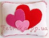 Подушка с сердечками из фетра средняя