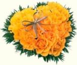 Сердце из 19 желтых роз