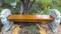 Скамейка садово парковая с деревянным седлом и бетонными ножками, производство бетонных скамеек и лавочек дачных.