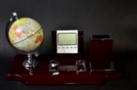 Настольный прибор. Глобус, часы, термометр, подставка под ручки, бумажный блок.