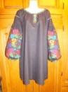 Плаття оздоблене вишивкою