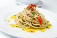 Спагетти с чесноком, оливковым маслом и перцем