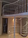 Кованая винтовая лестница на внутреннюю террасу.