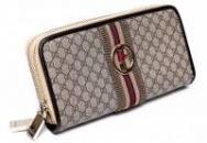 Гаманець на змійці Gucci.