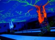 Флуоресцентная краска ярко светится в ультрафиолете