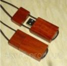 Деревянная флешка брелок на веревочке разной расцветки 8 Gb