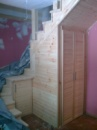 Лестница межэтажная недорогая со встроенным шкафом