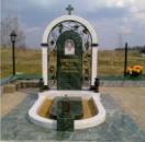 Памятник из белого и зельёного мрамора №6