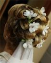 Цветочное оформление причесок для невест, выпускниц