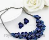 Набор «Восток» серьги и ожерелье цветками синего цвета.