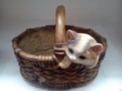 Кашпо Котенок с мышкой в корзинке
