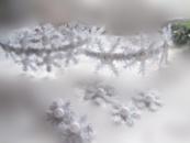 обруч с большими и маленькими снежинками