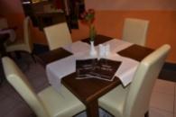 Столи дубові для кафе і барів  90*90*75