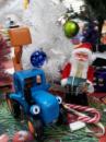 Синий трактор с ковшом «Едет Трактор»