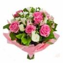 Букет из розовых роз и альстромерии