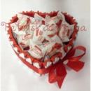 Вкусное сердце из Kinder Chocolate и Raffaello