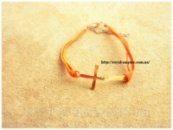 Браслет «Крест» оранжевый на ремешке.