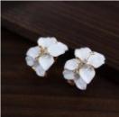 Женские серьги белые цветы
