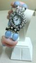 Часы с камнями кварца