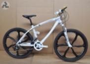 Элитный Велосипед BMW X1 White\Bl на литых дисках