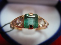 Золотое кольцо 585 ИЗУМРУД, БЕЛЫЕ САПФИРЫ размер 16,75|escape:'html'