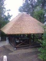 Беседка с камышовой крышей