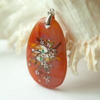 Кулон из сердолика с росписью «Ветка сакуры при свете луны»