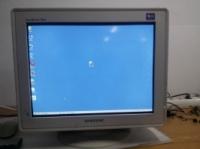 Samsung SyncMaster 795DF 17-дюймовый ЭЛТ-монитор в рабочем состоянии escape:'html'