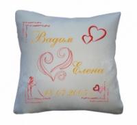  Именная декоративная подушка с вышивкой «Счастливые молодожены»