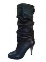 Кожаные демисезонные сапоги с жаткой на высоком каблуке
